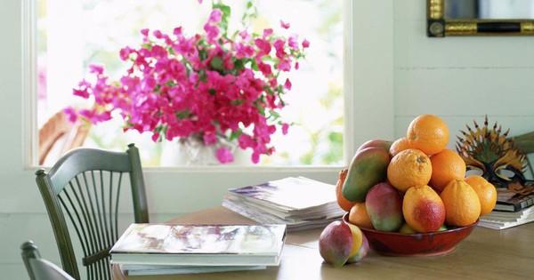 Nếu cảm thấy không gian sống ngột ngạt và căng thẳng, hãy làm những việc sau để xua tan năng lượng tiêu cực khỏi nhà mình