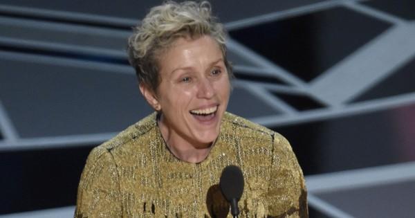Trước dàn sao đầu tư trang điểm cẩn thận, nữ diễn viên xuất sắc nhất Oscar 2018 lại để mặt mộc tự nhiên lên nhận giải