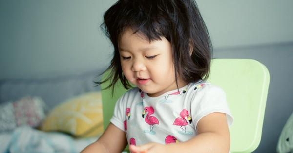 Trẻ hay bị táo bón, mẹ cần xem lại ngay chế độ ăn uống của trẻ