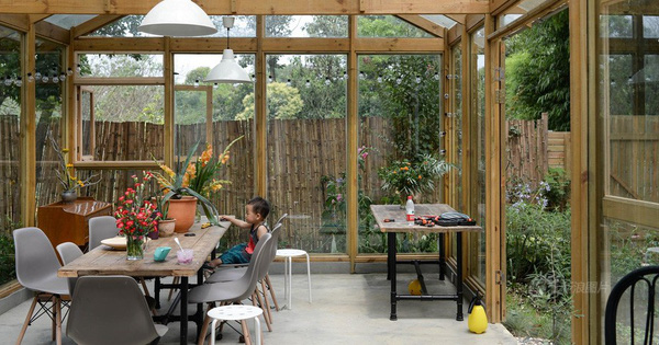 Vợ chồng nhiếp ảnh gia bỏ thành phố về xây ngôi nhà ngập tràn cây xanh, tạo cuộc sống mơ ước cho con trai