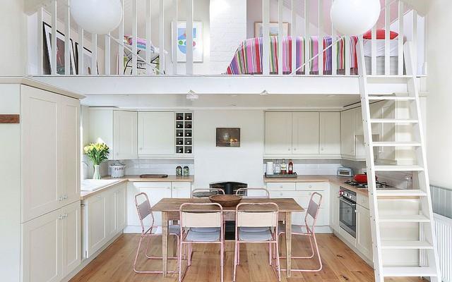 Nhà bếp dưới gác lửng trở nên hoàn hảo cho một ngôi nhà cần tiết ...