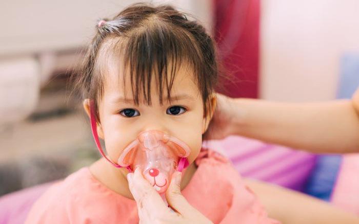 Bố mẹ nên nhớ: Đến 80% các trường hợp trẻ bị viêm tiểu phế quản là do virus và không cần dùng kháng sinh