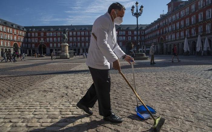 Tây Ban Nha ban bố tình trạng khẩn cấp tại thủ đô Madrid