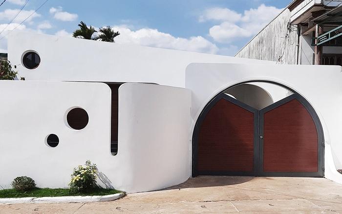 Với chi phí 1 tỷ đồng, cặp vợ chồng trẻ Đắk Lắk xây ngôi nhà mơ ước với những đường cong đẹp ngất ngây