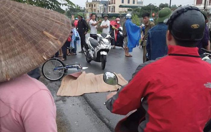 Ninh Bình: Bé trai lớp 4 bị xe tải tông tử vong thương tâm trên đường đi học về, tài xế bỏ chạy khỏi hiện trường