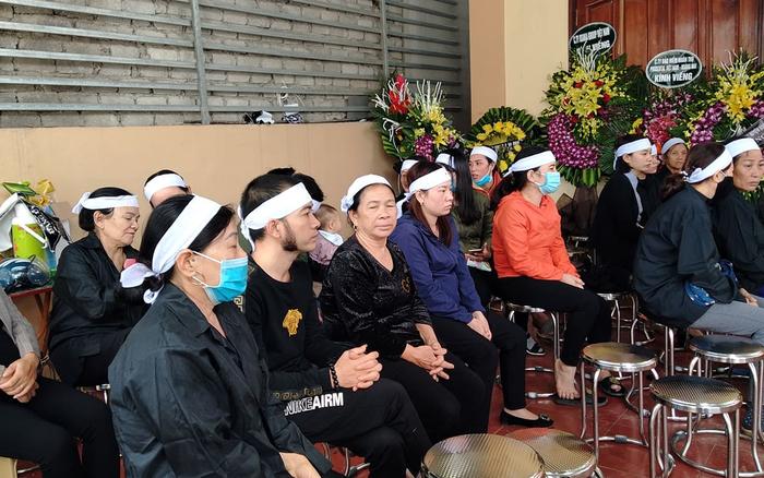 Đám tang đẫm nước mắt nơi quê nhà của Trung tá hi sinh trong vụ sạt lở kinh hoàng ở Quảng Trị: 'Vắng anh rồi, mẹ con em sống thế nào đây?'