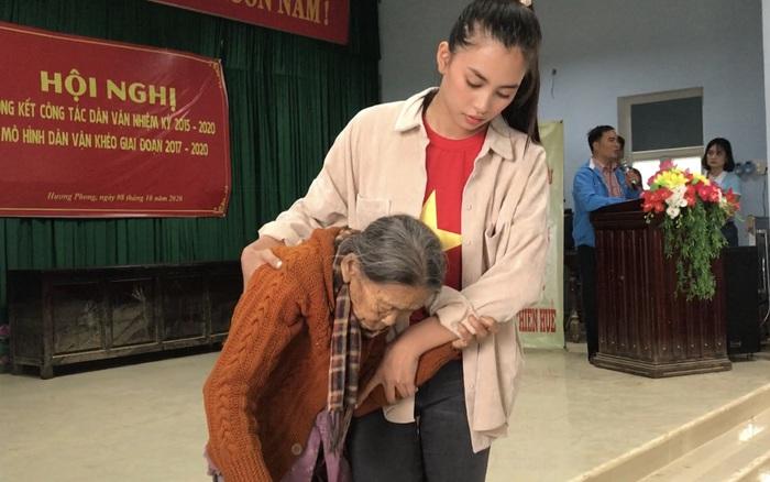 BTC Hoa Hậu Việt Nam kêu gọi được gần 10 tỷ cứu trợ miền Trung, Tiểu Vy - Đỗ Mỹ Linh đem tiền trao tận tay đồng bào
