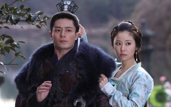 Lâm Tâm Như lộ gương mặt đau khổ trên phim trường sau khi cãi nhau với chồng, đáng nói là Hoắc Kiến Hoa cũng tham gia dự án