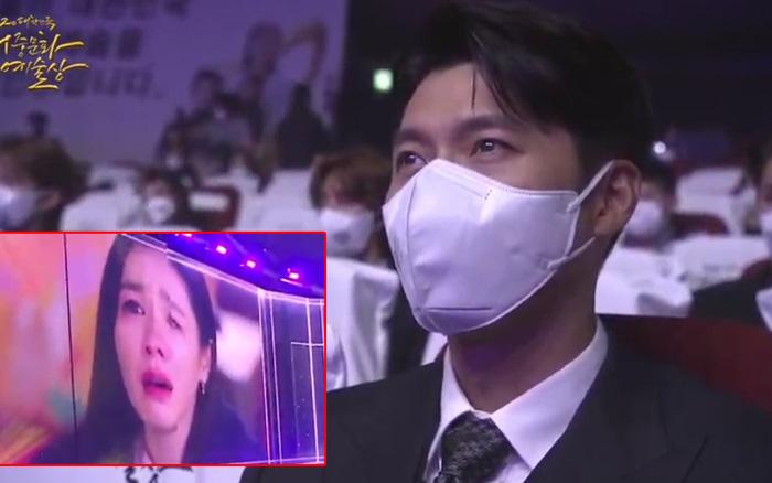"""Hyun Bin bị """"bắt gian"""" khoảnh khắc đắm đuối nhìn Son Ye Jin khóc, fan rần rần chia sẻ vì quá đẹp"""