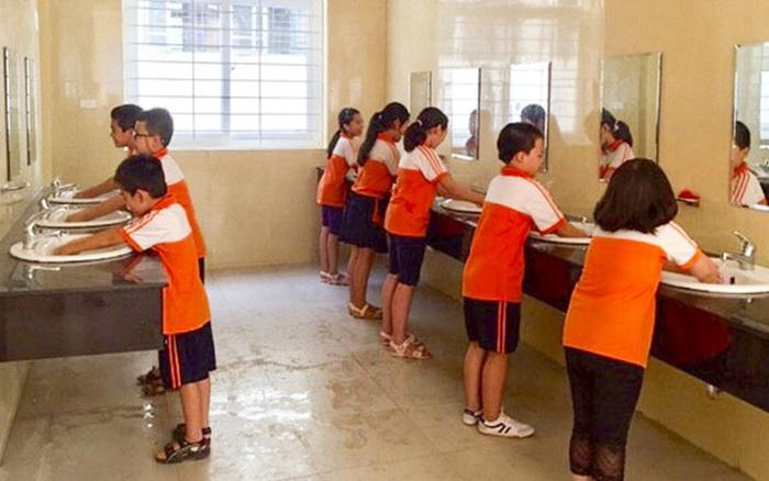 Vụ việc gây tranh cãi: Học sinh lớp 1 ị đùn, cô giáo tiểu học bức xúc vì phải dọn dẹp, gia đình trẻ bóng gió