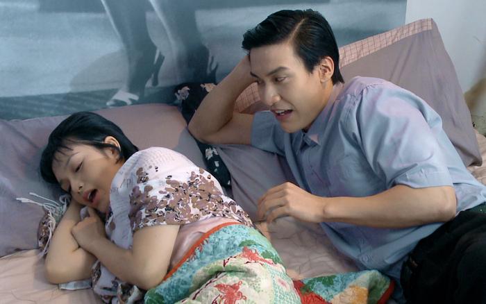 """Sau cảnh chú rể cưỡng bức cô dâu, phim Việt """"Yêu trong đau thương"""" lại có màn chồng đưa nhân tình về ân ái ngay tại nhà vợ"""
