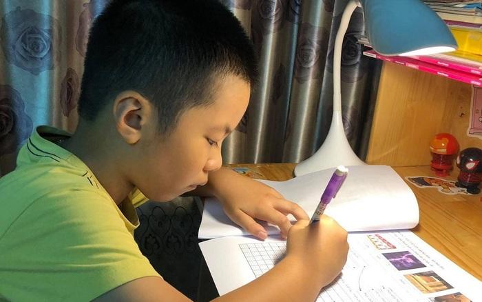 Từ nay phụ huynh không phải than trời vì dạy con học, Bộ GD&ĐT yêu cầu không giao bài tập về nhà cho học sinh lớp 1