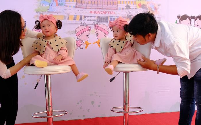 Cha mẹ hạnh phúc đón Trúc Nhi - Diệu Nhi khỏe mạnh trở về nhà trong hình hài mới, chấm dứt chuỗi 15 tháng nằm viện