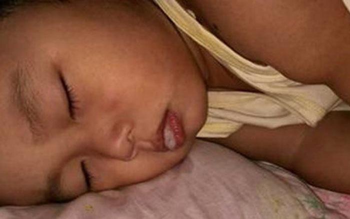 Bé trai 5 tuổi tử vong khi đang ngủ trưa ở trường mầm non, nguyên nhân khiến phụ huynh và giáo viên đau lòng