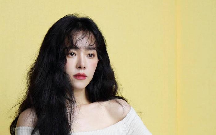 Người ta cứ ca tụng nhan sắc Song Hye Kyo, Son Ye Jin mà quên mất có một người đẹp đã 38 tuổi mà trẻ trung như thiếu nữ 20
