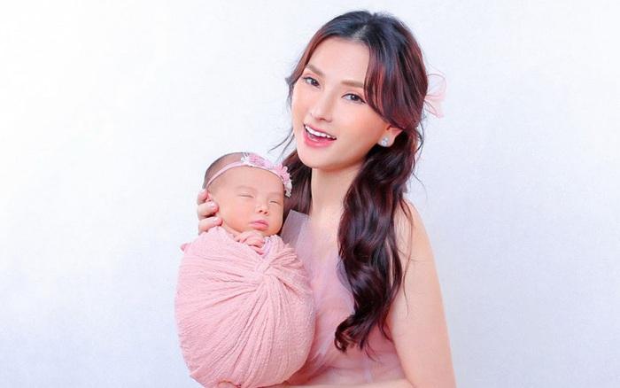 Thu Thủy hạnh phúc khoe ảnh đầy tháng con gái Lana