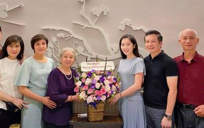 Vợ Shark Hưng bất ngờ chia sẻ hình ảnh đại gia đình hạnh phúc bên nhau, chúc mừng mẹ nhân ngày Nhà giáo Việt Nam