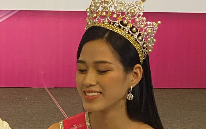 Cận cảnh nhan sắc thật của Hoa hậu, Á hậu Việt Nam 2020 qua hình chưa chỉnh sửa, liệu còn đẹp xuất sắc?