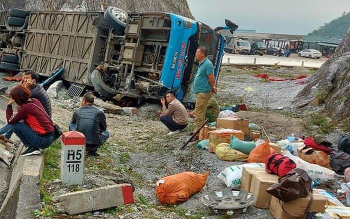 Xác định nguyên nhân vụ xe khách giường nằm lật nghiêng làm 2 người chết, 10 người bị thương ở Hòa Bình