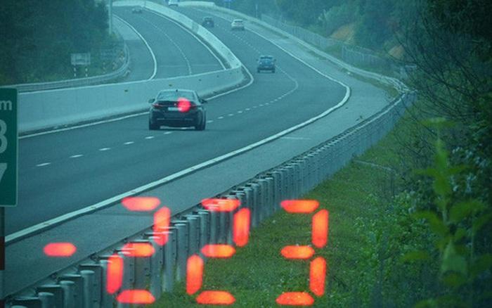 Vội đi ăn cưới, tài xế BMW phóng như bay với tốc độ 223km/giờ trên cao tốc - kết quả xổ số quảng nam