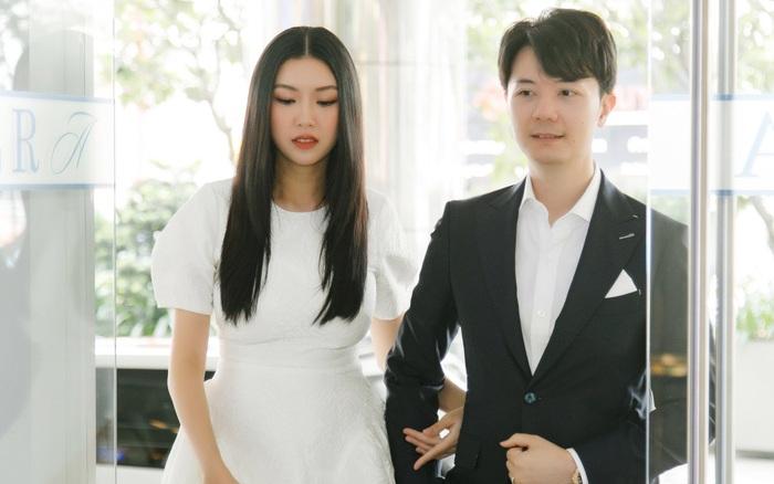 Á hậu Thúy Vân được chồng hộ tống đi làm chỉ 1 tháng sau sinh con