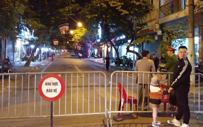 Hà Nội: Thi công nền móng phát hiện vật thể nghi là bom, lập chốt phong tỏa trên phố Cửa Bắc