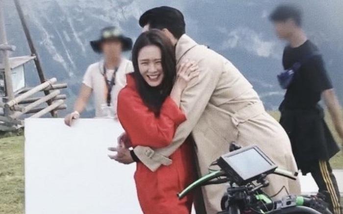 Cảnh Son Ye Jin mừng ra mặt vì được ôm Hyun Bin lần đầu tiết lộ trong