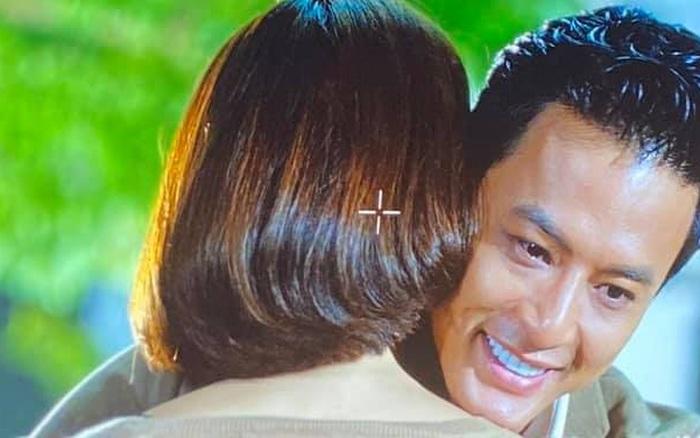 Hướng dương ngược nắng: Hồng Đăng chia sẻ ảnh khóc nức nở khi ôm một cô gái, fan đoán ngay chính là Hồng Diễm