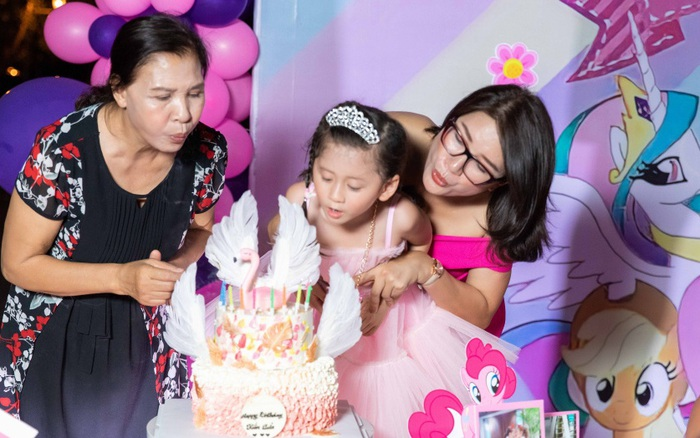 Trang Trần lý giải chuyện sinh nhật con gái thiếu vắng chồng, em ruột