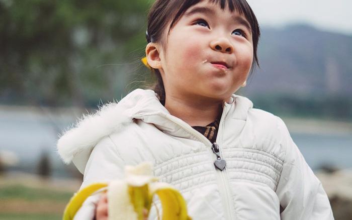 Vào mùa đông nếu mẹ cho trẻ ăn 7 loại quả này thì con sẽ luôn khỏe mạnh và không bao giờ ốm vặt