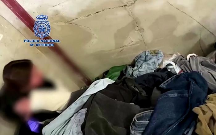Tây Ban Nha: Bắt giữ 3 đối tượng trong vụ hàng chục người di cư bị nhốt trong công xưởng