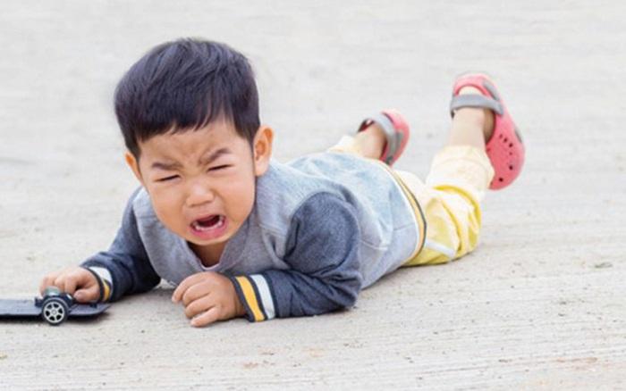 Chuyên gia giáo dục nổi tiếng: Trẻ con có 4 hành động này phải xử lý mạnh tay nếu không trên 6 tuổi rất khó thay đổi