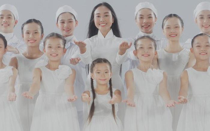 Mẹ con Đoan Trang lần đầu song ca, hát tặng các chiến sĩ áo trắng đang nỗ lực phòng chống dịch bệnh