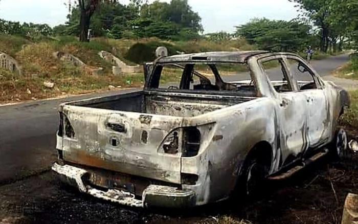 Tức vợ, người đàn ông ở Bình Dương mang xe bán tải ra nghĩa trang đốt