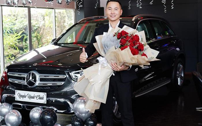 Câu chuyện hot rần rần MXH: Hỗ trợ khách mua Mercedes, 5 năm sau nhân viên sale được khách cảm ơn luôn bằng 1 chiếc