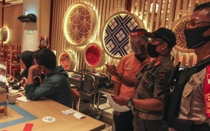Cấm đón năm mới, nhiều địa phương ở Indonesia áp dụng giờ giới nghiêm ngừa Covid-19