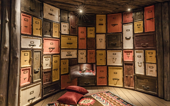 Mục sở thị căn hầm với 600 chiếc tủ độc nhất vô nhị ở Việt Nam, nơi các cặp đôi có thể gửi kỉ vật tình yêu để cất giữ trọn đời