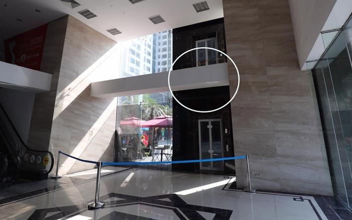 Vụ người đàn ông ngã từ tầng 2 nguy kịch khi vừa bước ra từ thang máy: Vị trí đặt thang