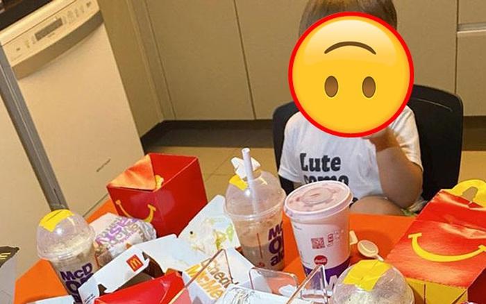 """Con trai 4 tuổi lén dùng điện thoại của mẹ """"chốt đơn"""" 10 túi đồ ăn giá 2 triệu đồng nhưng khiến dân mạng cười bò với quả tạo dáng vì nhận thiếu hàng"""
