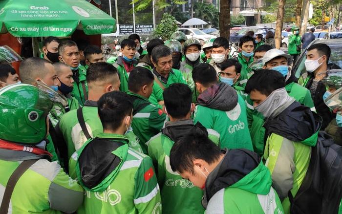 Hàng nghìn tài xế trên cả nước đồng loạt tắt ứng dụng, tập trung đến trụ sở phản đối việc tăng giá cước: Grab Việt Nam nói gì?