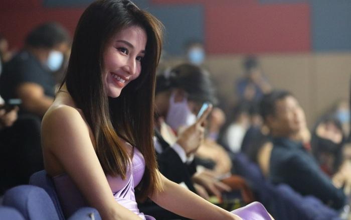 Diễm My 9X diện váy gợi cảm, hạnh phúc với đề cử Nữ diễn viên xuất sắc nhất nhờ