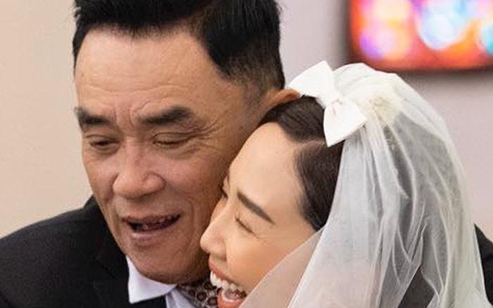 Vắng bóng mẹ trong ngày cưới, cha Tóc Tiên ôm chặt con ...