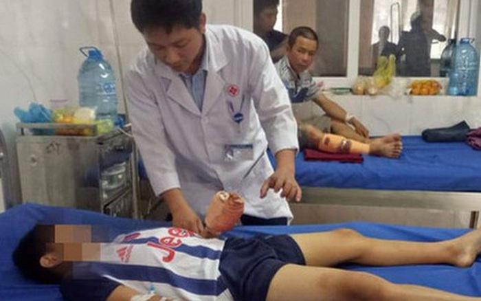 Chơi trò chơi khi điện thoại đang sạc dẫn đến nổ, bé trai 12 tuổi bị chấn thương dập ...