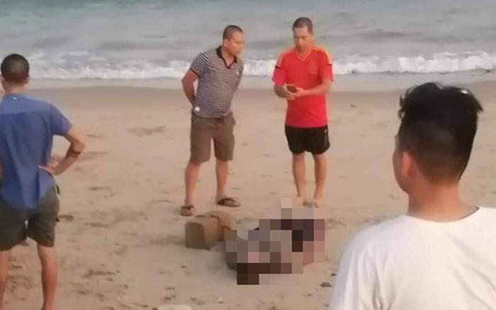 Phát hiện thi thể cột vào tảng đá dạt vào bờ biển Bình Thuận