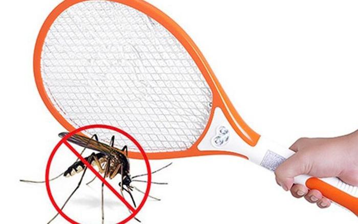 Hô biến vợt muỗi thành máy bắt muỗi siêu đẳng chỉ với một mẩu ...