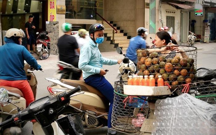 Bán nước ép trái cây, sữa hạt, dừa xiêm vỉa hè ...