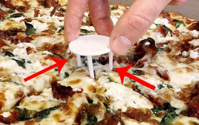 Order pizza về nhà mãi, giờ mới biết công dụng của tấm nhựa trắng 3 ...