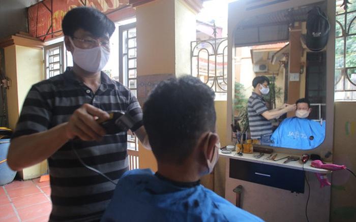 Chuyện kể về người đàn ông cắt tóc miễn phí cho người dân ...