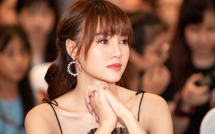Ninh Dương Lan Ngọc bị gần 2.000 fan phũ phàng rời bỏ ngay trên livestream, ...