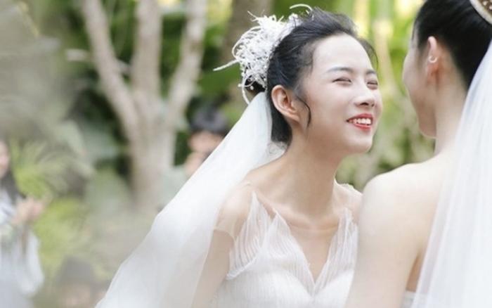 Đám cưới lung linh của cặp đôi đồng tính nữ, 1 trong 2 cô ...